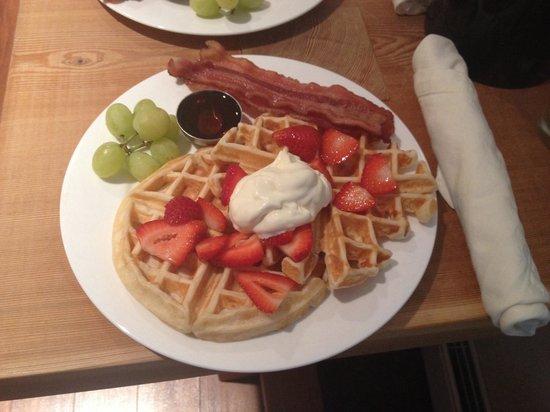 Coast & Toast Bed & Breakfast: Perfect waffles