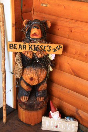 Sonnenhof Bed and Breakfast: Bear kisses