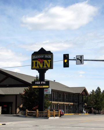 Brandin' Iron Inn: Hotel from the road...