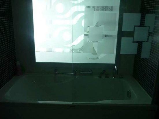 Voyage Torba : baignoire chambre vue sur mer