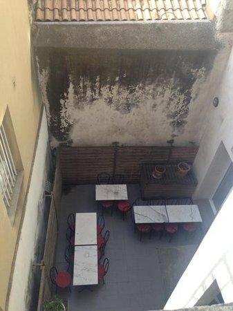 Kyriad Avignon - Palais Des Papes : frühstückshof...