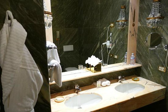 The Westin Excelsior, Rome: great bathroom with original marble