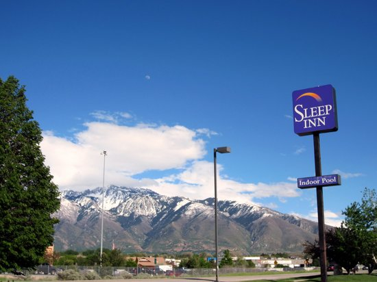 Sleep Inn South Jordan: The hotel is surrounded by the mountains...