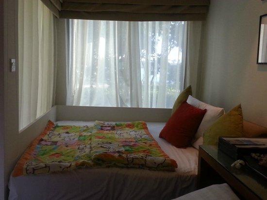 Outrigger Laguna Phuket Beach Resort: Daybed