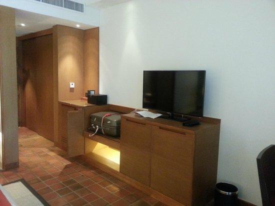Outrigger Laguna Phuket Beach Resort: Hotel room