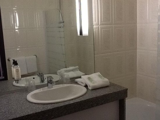Best Western Poitiers Centre Le Grand Hotel: Bathroom