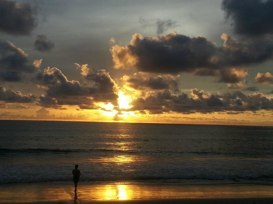 Outrigger Laguna Phuket Beach Resort : Sunset