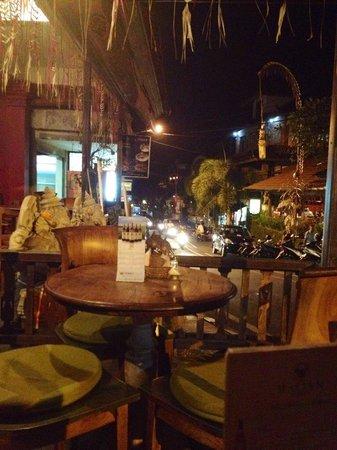 Bamboo Restaurant: Street view