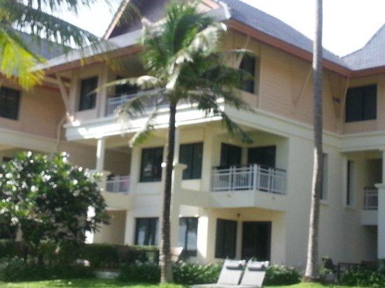 Outrigger Laguna Phuket Beach Resort : Room exterior