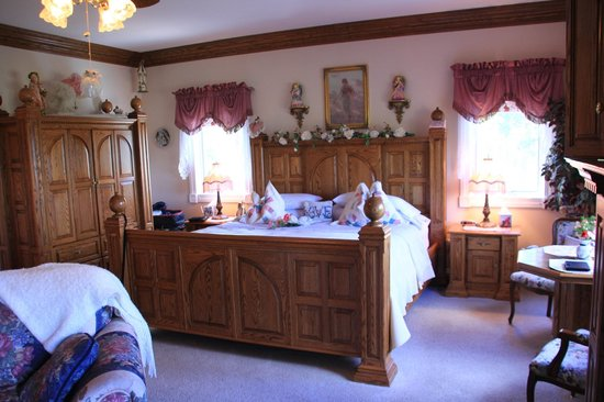 Sonnenhof Bed and Breakfast: Our room - the Romantic Rose Suite