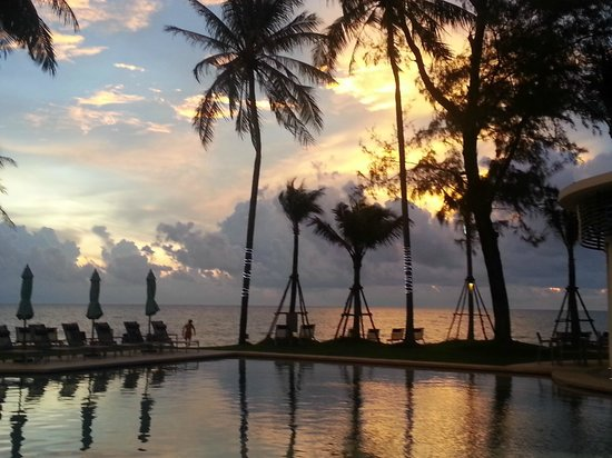 Outrigger Laguna Phuket Beach Resort: Sunset view from room