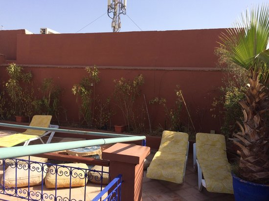 Riad Kenzo : Rooftop sunbathing area needs some TLC, only disappointment because it was nothing alike the pic