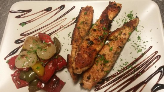 Il Porcetto: salmon whit Peppers and onion