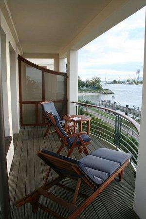 Yachthafenresidenz Hohe Düne: Balkon