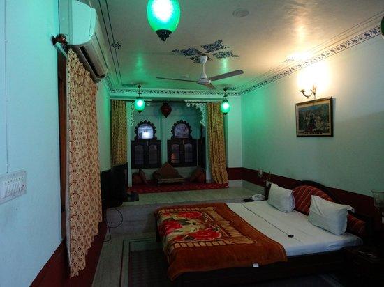 Hotel Thamla Haveli : Double bed room