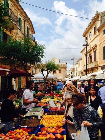Hostal Oasis D'Or: Santanyi market