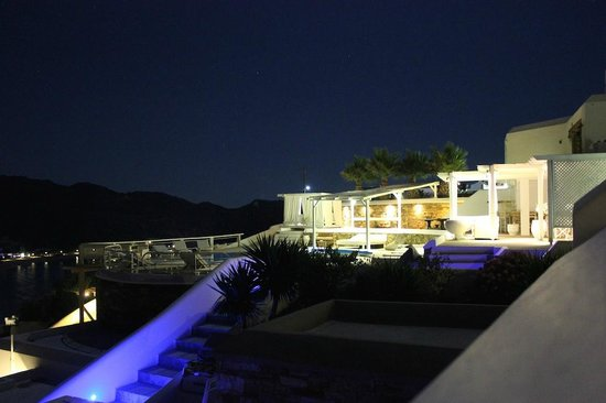Levantes - Ios Boutique Hotel: The hotel at night