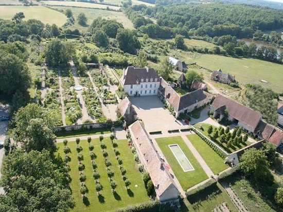 Saint-Amand-Montrond, França: les jardins de drulon du haut