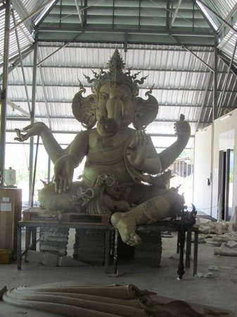 Wat Rong Khun : A statue of Ganesh being constructed