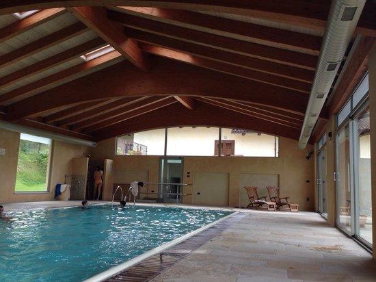 La piscina coperta riscaldata foto di hotel relais montemarino borgomale tripadvisor - Agriturismo con piscina coperta ...