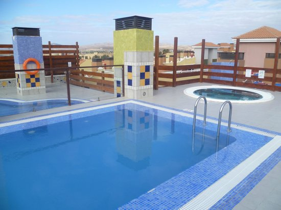 Hotel Costa Caleta: The roof terrace Jacuzzi and the pool