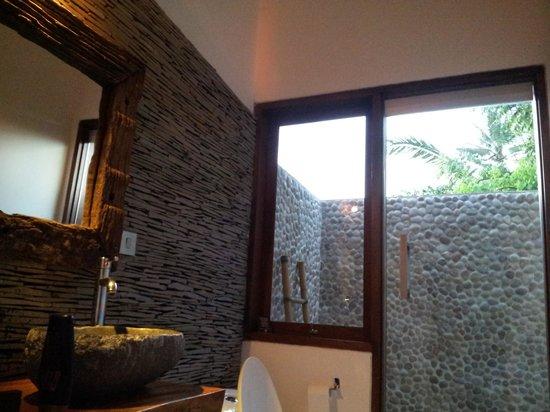 The Samara: bathroom