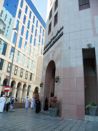Dar Al Hijra InterContinental Madinah: Entrance