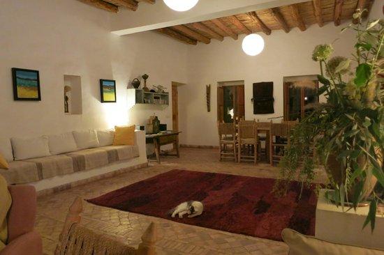 Dar Tasmayoun: Living room