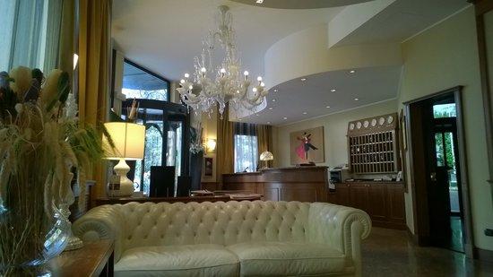 Moderno Hotel Pavia : La Hall
