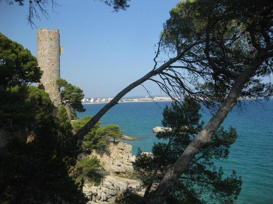 Hotel Reimar: Torre valentina et chemin pietonnier