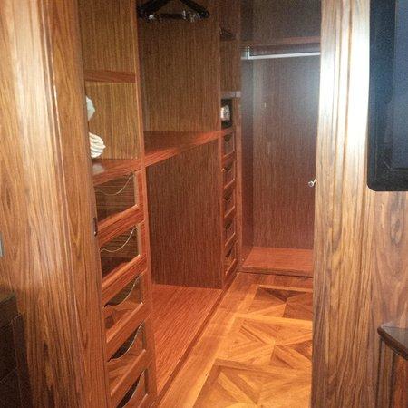 InterContinental Moscow Tverskaya Hotel: closet
