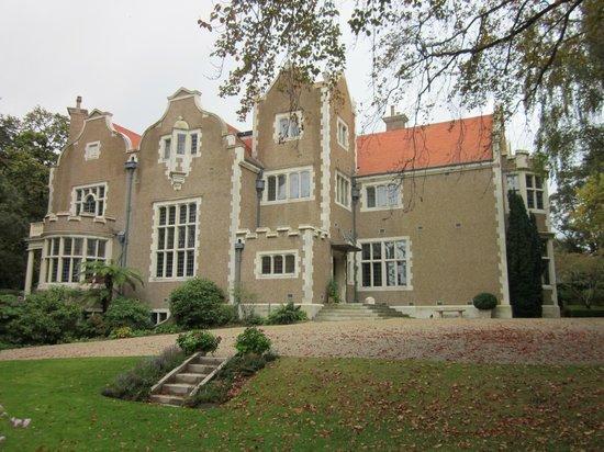 Olveston Historic Home: Olveston, Entrance hall