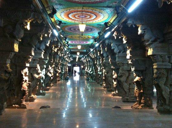 Aayiram Kaal Mandapam: Hall of 1000 pillars