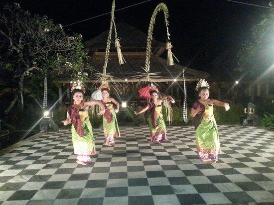 Bumbu Bali : Welcome dance
