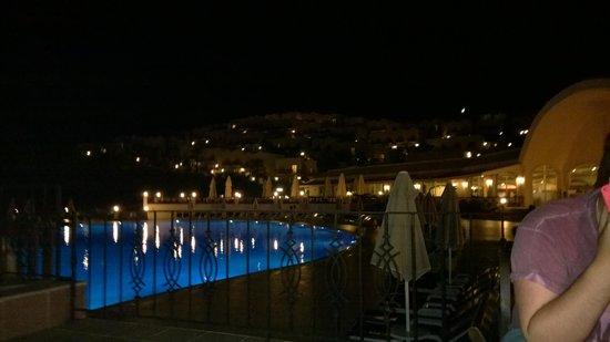 Yasmin Resort Bodrum : Upstairs pool at night