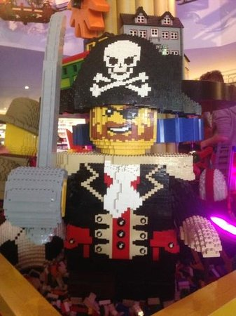 Legoland Windsor Resort Hotel: lego pirate in reception