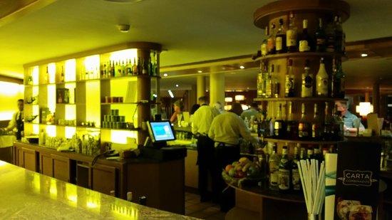 Barcelo Fuerteventura Thalasso Spa: Main bar