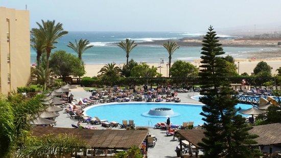 Barcelo Fuerteventura Thalasso Spa: View across a pool