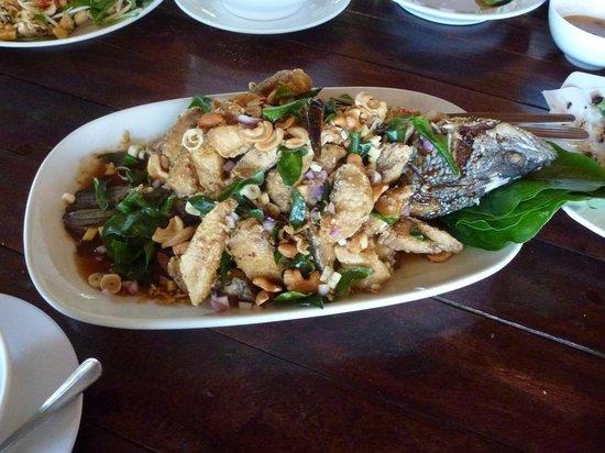 Kin Dee Restaurant: deepfried Siakap in dried butter & curry leave