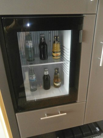 i31 Hotel: mini bar with complimentary drinks