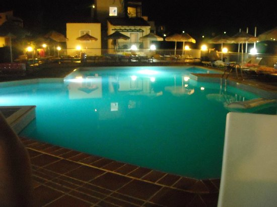 Porto Village: Pool at night
