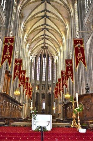 Cathédrale Sainte-Croix : Une des nefs