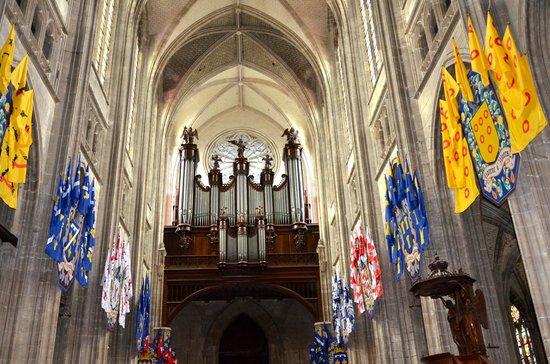 Cathédrale Sainte-Croix : Les 2 orgues