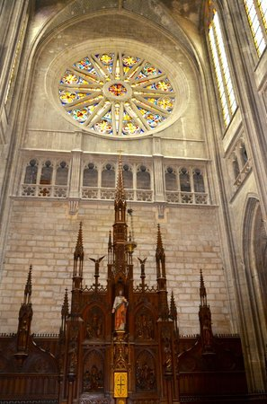 Cathédrale Sainte-Croix : Nef