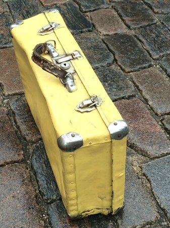 Riga Free Tour: The Yellow Suitcase