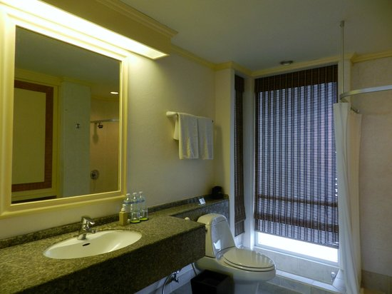 Pakasai Resort : The huge bathroom