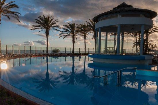 Lti Pestana Grand: Poolside view - evening
