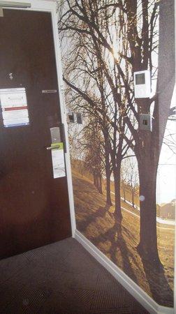 DoubleTree by Hilton - London Hyde Park : Décoration dans l'entrée et thermostat d'ambiance
