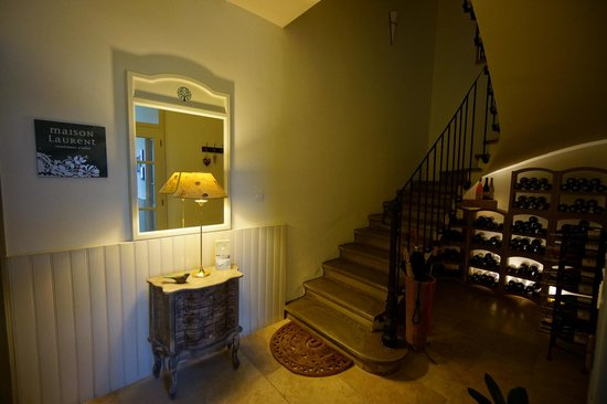 Maison Laurent : Entrance hallway