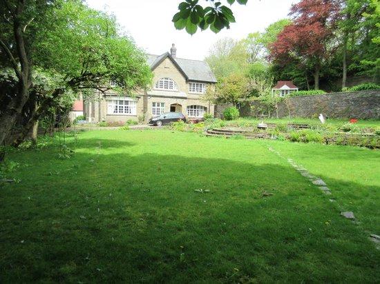 Gellihaf House B&B: The Garden in Spring